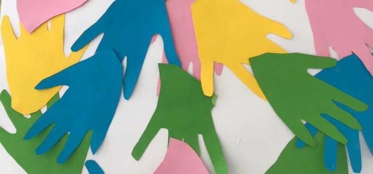 Από τη δράση για παιδιά με τίτλο: «Ζωγραφίζουμε και τραγουδάμε για την Ειρήνη»